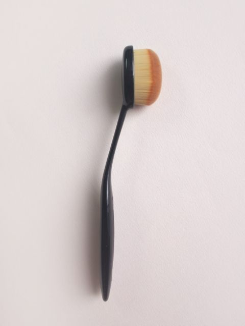 Pro Skin-adhering Foundation Brush